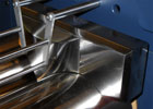 Polished material guides on the front roll determine the working area.